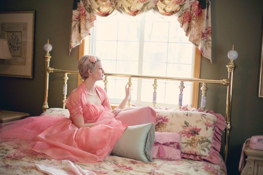 ตัดเย็บผ้าม่าน DIY ตัดผ้าม่านไว้แต่งด้านบนหน้าต่าง ดูสวย หวาน น่ารัก