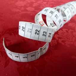 วิธีคำนวณผ้าม่านระหว่างเมตรและหลา
