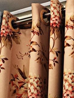 ผ้าชนิดไหนสามารถนำมาตัดเย็บผ้าม่านได้?