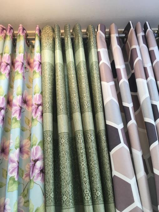 ร้านผ้าม่านพาหุรัด แฟบริค พลัส จำหน่ายผ้าตัดม่าน มีแบบทั้งกัน UV (blacko