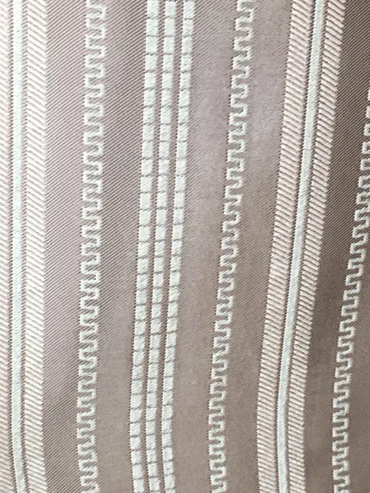 """ผ้าม่านใช้ได้ทั้งสองหน้า เป็นรุ่น Double Beauty หรือ ผ้าม่านชนิด """"Reversible"""" สามารถใช้ด้านไหนของผ้าม่านหันเข้ามาในห้องก็ได้"""