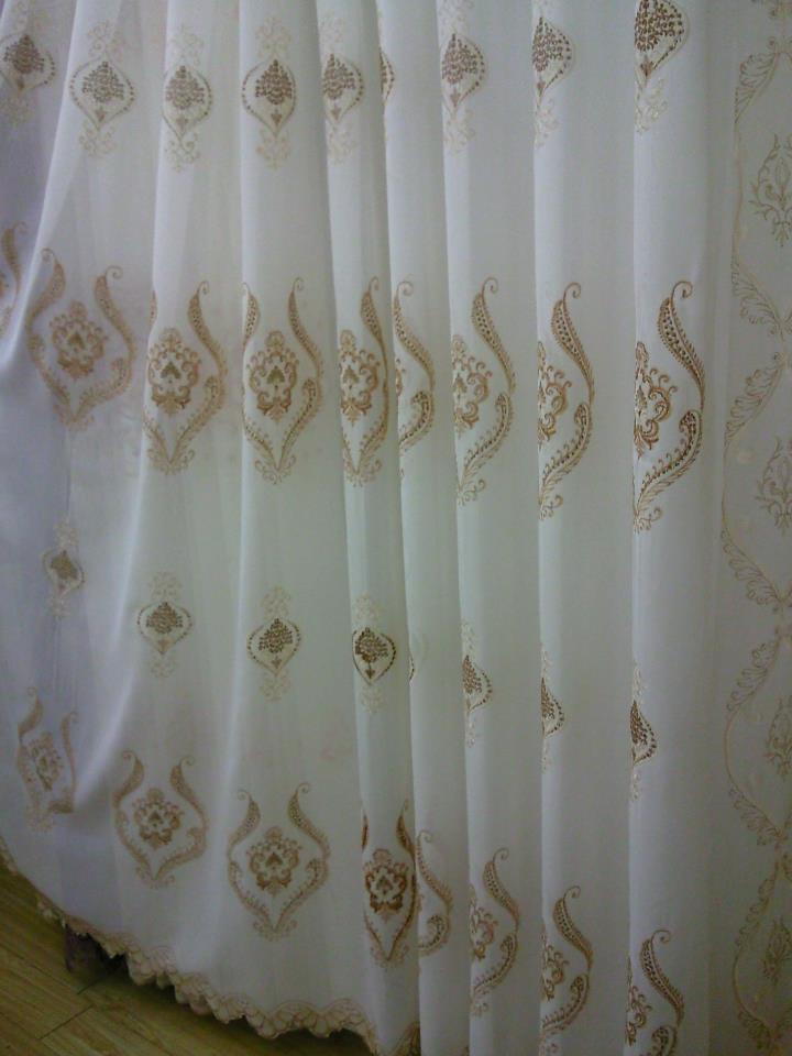 ผ้าม่านโปร่ง ลูกไม้ ลายปัก มีหลากหลายสี หลากหลายลาย ในร้านผ้าม่าน แฟบริค พลัส ตลาดผ้าพาหุรัด