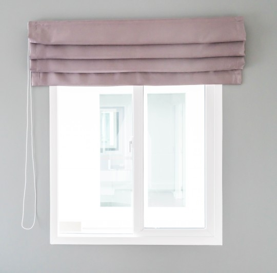ผ้าม่านพับ เหมาะใช้กับหน้าต่างบานแคบ