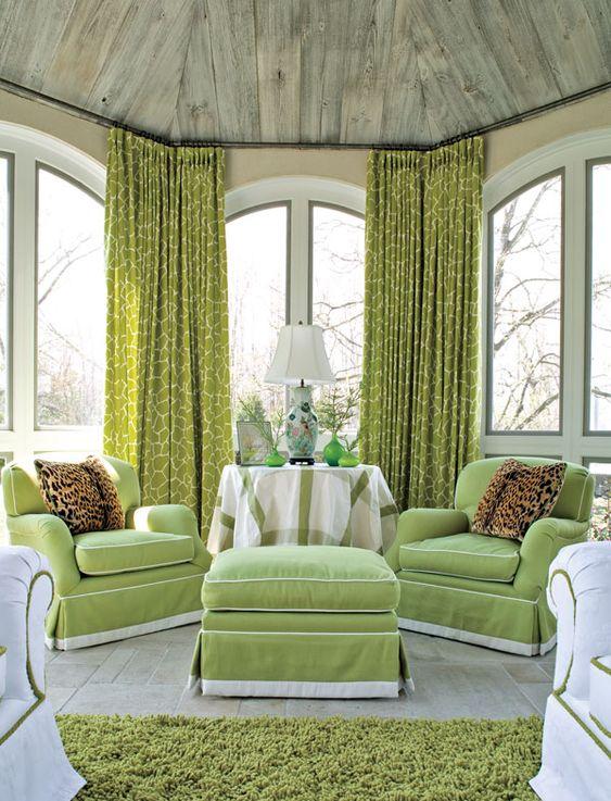 ผ้าม่านเขียว สวย แรงเสน่ห์