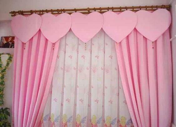 ผ้าม่านสีชมพู สร้างบรรยากาศซอฟท์ๆ น่ารัก หวานแหวว ทำให้ห้องดูนุ่มนวลอ่อนโยน