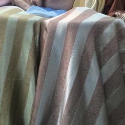 ผ้าม่านเนื้อเงา ผ้าม่านลายปัก ผ้าม่านสีพื้น ผ้าม่านแนววินเทจ เลือกผ้าม่านแบบไหนดี?