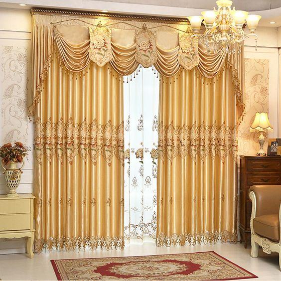 ผ้าม่านสีทอง มีเชิง สวยงาม