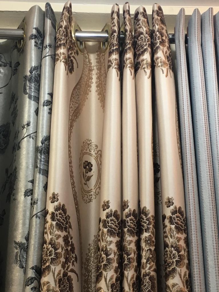 ผ้าม่านตาไก่ จัดลายให้เข้ากับลอน เป็นผ้าม่านกันUV เนื้อ Yarn Dye ดูสวยงาม มีมิติ