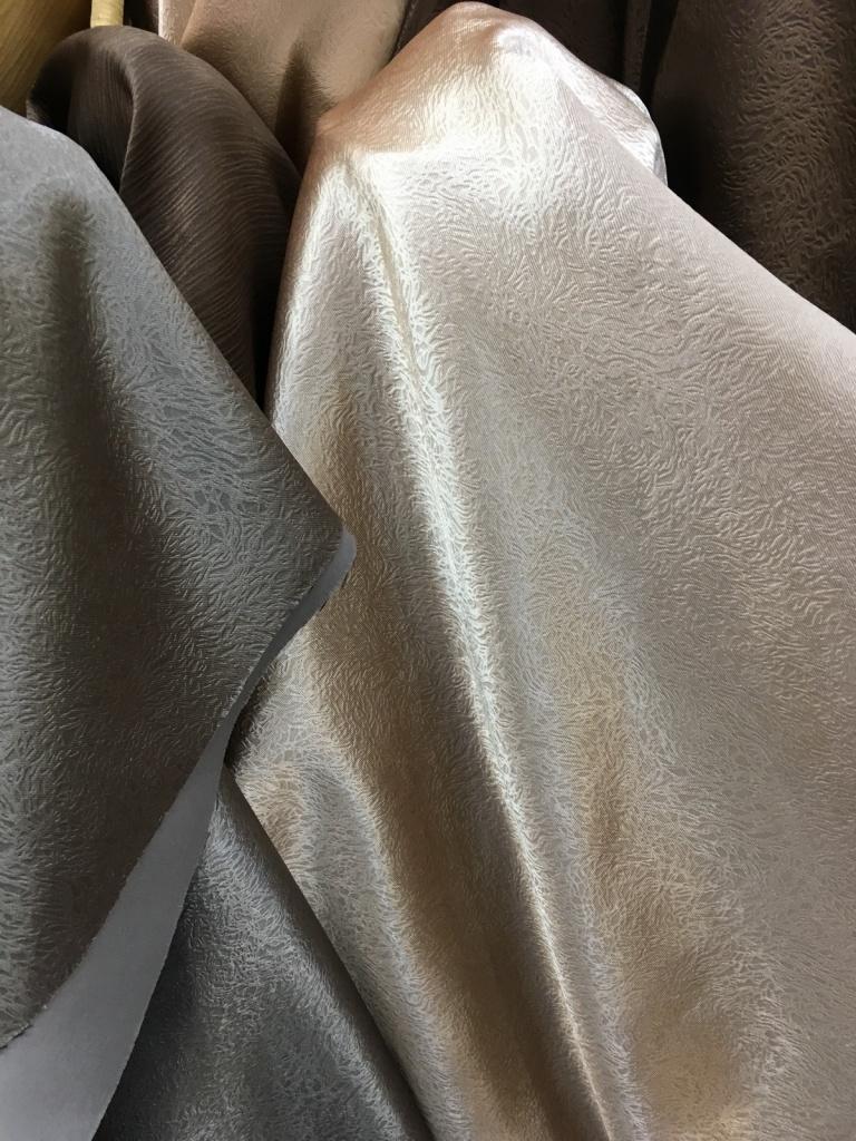 ผ้าตัดม่านสวย หรู ทันสมัย แรงเสน่ห์ ร้านผ้าม่าน แฟบริค พลัส พาหุรัด