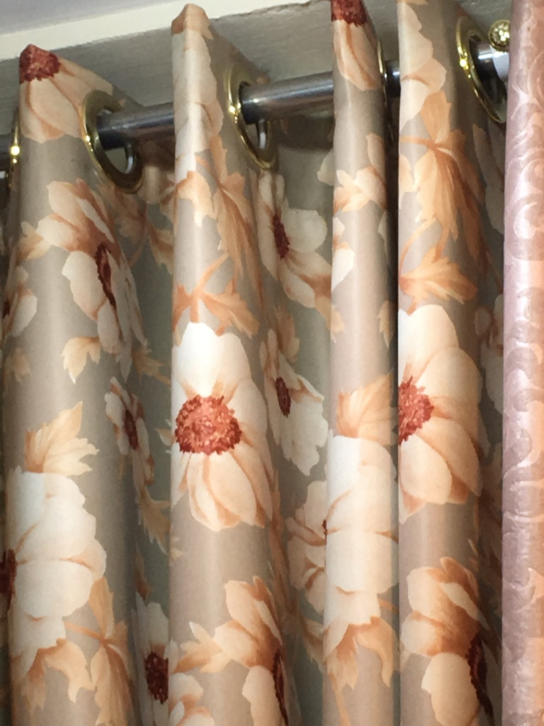 ผ้าม่านตาไก่ ผ้าม่านกันยูวี ลายดอกไม้
