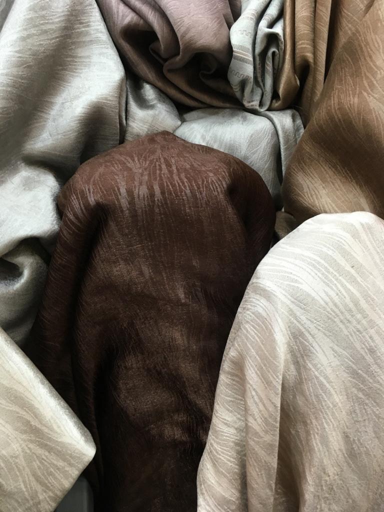ผ้าม่านกันuv ลายเส้นๆ ดูสวย มีมิติ ร้านผ้าม่านพาหุรัด บริษัท แฟบริค พลัส แหล่งต้นทุนผ้าทำผ้าม่านในประเทศไทย