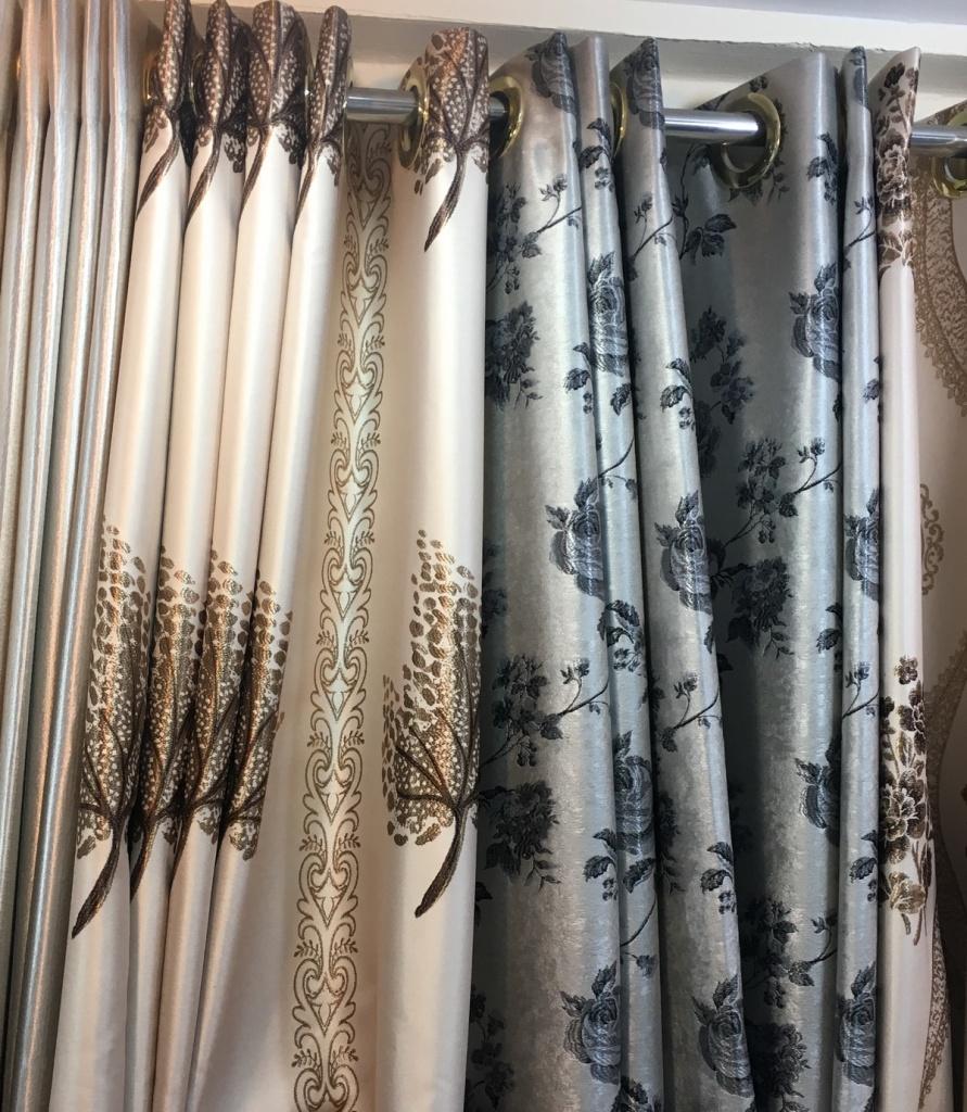 ผ้าม่านตาไก่ ลายสวยหรู ร้านผ้าม่านพาหุรัด บริษัท แฟบริค พลัส มีจำหน่ายผ้าม่านหลากหลายชนิด ราคาส่ง
