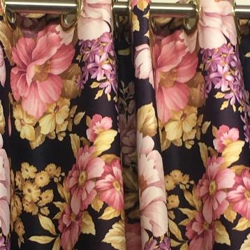 ผ้าม่านตาไก่ สีสวยสดใส ลายดอกไม้