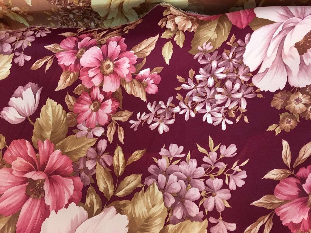 ผ้าม่านลายดอกไม้สวยๆ ดูมีสีสัน หน้ากว้างพิเศษ ร้านผ้าม่าน แฟบริค พลัส พาหุรัด