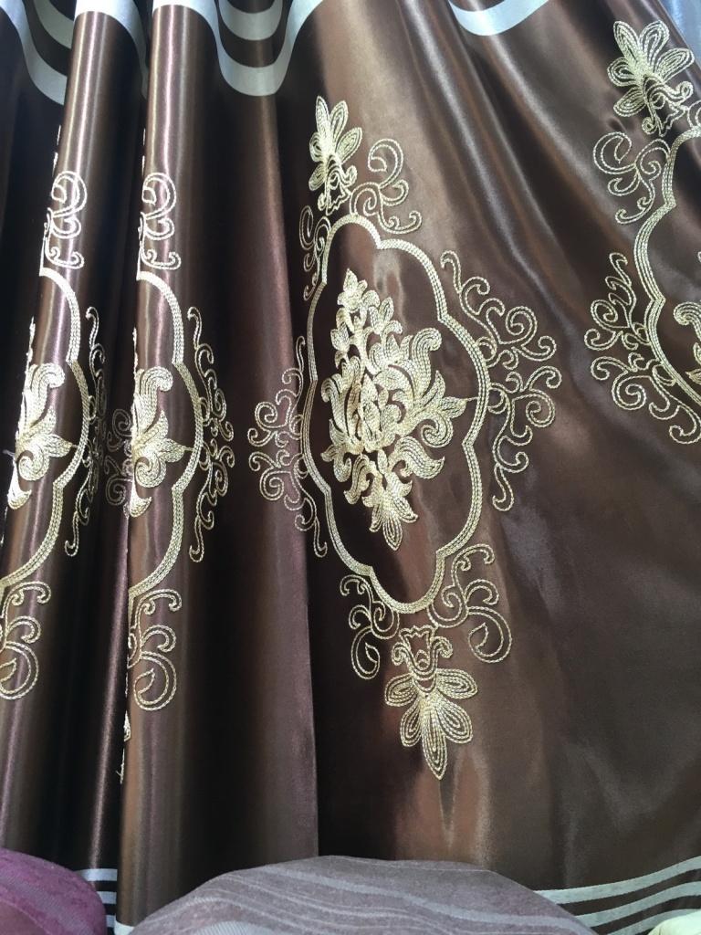 ผ้าม่านสวยๆ ไร้รอยต่อ ใช้ผ้าหน้ากว้าง 2.80 เมตร วางลวดลายตามหน้าผ้า ร้านผ้าม่าน ATM Decor บริษัท แฟบริค พลัส พาหุรัด