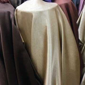 ผ้าสำหรับตัดม่าน กันยูวี เนื้อเงา สีทอง ร้านผ้าม่านพาหุรัด สวย ราคาถูก บริษัท แฟบริค พลัส แหล่งผ้าทำผ้าม่านประเทศไทย