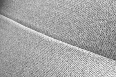ผ้าม่านสีพื้นจะเห็นรอยต่อได้ชัดเจน