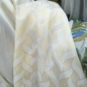 ผ้าม่านโปร่งสวยๆ ลาย Modern สีทอง บริษัทผ้าม่าน มีหน้าร้านอยู่ใจกลางตลาดผ้าประเทศไทย