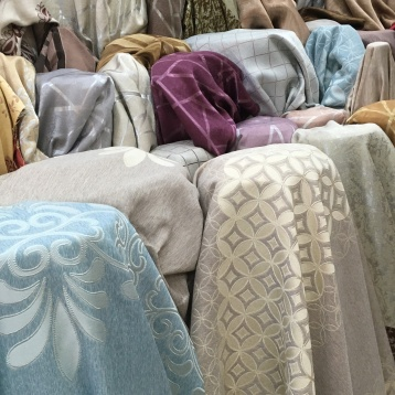 ผ้าทำผ้าม่านสวยๆ ลายกราฟฟิก ที่ร้านผ้าม่าน ATM Decor บริษัท แฟบริค พลัส