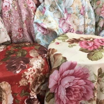 ผ้าม่านลายวินเทจ ดอกไม้ สีสวย หน้ากว้าง