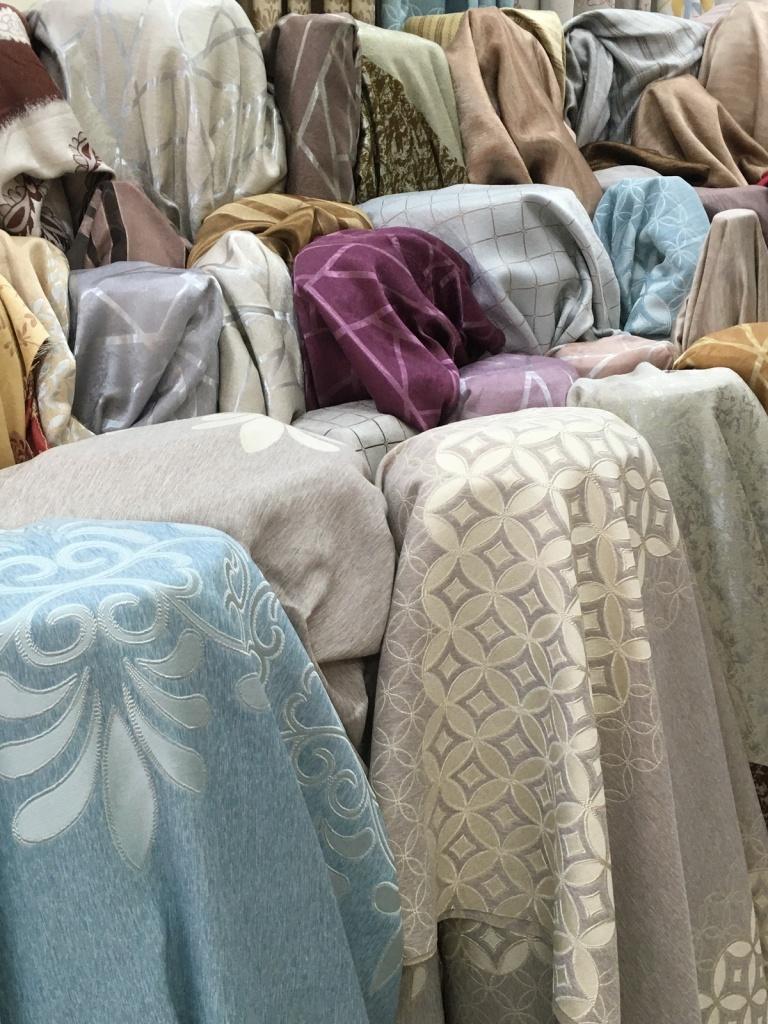 ผ้าหุ้มเบาะ มีหลากหลายสี หลากหลายสไตล์ให้เลือก ที่ บริษัท แฟบริค พลัส พาหุรัด