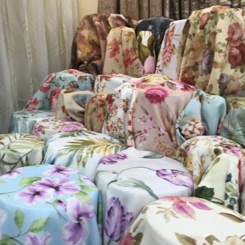 ผ้าทำม่าน กันUV เนื้อหนานุ่ม ลายดอกไม้ จำหน่ายที่บริษัทผ้าม่าน แฟบริค พลัส